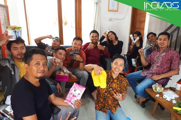 Sandal Jepit Hingga Sembako, Jadi Kado Favorit di Perayaan Ulang Tahun Inolabs ke-7